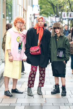In Tokyo, the street style is on another level. Keep up with the best looks from Tokyo Fashion Week in this slideshow. Street Style Edgy, Street Style Fashion Week, Street Style Vintage, Street Style Trends, Japanese Street Fashion, Tokyo Fashion, Cool Street Fashion, Hipster Grunge, Grunge Goth