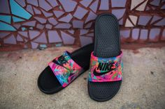 The Five Best Nike Slides on the Market Today Sneakers Mode, Sneakers Fashion, Fashion Shoes, Nike Slides, Nike Slide Sandals, Louis Vuitton Boots, Gucci Boots, Slippers For Girls, Baskets