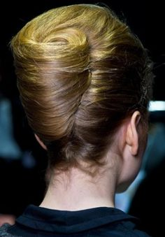how-to-do-hair-in-a-classic-french-twist - Fab New Hairstyle 1 Elegant Hairstyles, Vintage Hairstyles, Pretty Hairstyles, Easy Hairstyles, Cabello Pin Up, Long Hair Cuts, Long Hair Styles, French Twist Updo, French Twists