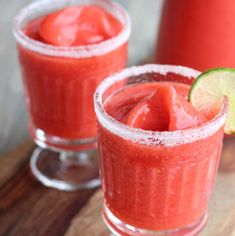 These frozen strawberry margaritas are beyond easy to make and SO refreshing. Just a few ingredients and a blender is all you need! Jose Cuervo Margarita Mix Recipe, Blended Margarita Recipe, Margarita Recipes, Summer Drinks, Cocktail Drinks, Cocktail Ideas, Refreshing Drinks, Party Drinks, Frozen Strawberry Margarita