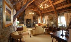 Briar Cottage Cruck Framed Ceiling Under Thatched Roof Lochearnhead