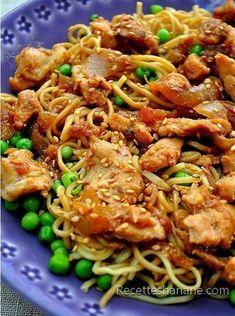 Un plat express que vous apprécierez certainement si vous aimez la cuisine asiatique, c'est léger, équilibré et très facile à faire, voici la recette : Pour 4 personnes il faut: 3 à 4 escalopes de poulet 1 gros oignon ½ cuil. à café de gingembre Un filet...