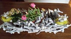 Voorjaars stuk gemaakt! 3 kleine plantjes in kleine glaasjes vogeltjes  en vogelnestje tulpjes in kleine kokertjes.