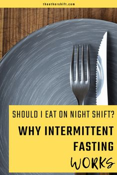 Should I Eat on Night Shift? Such a common question I have asked so many times! We explore what intermittent fasting is and why it can work for night shift workers. We talk about tips for beginners, the method, intermittent fasting for women and best Working Night Shift, Night Shift Nurse, Shift Work, 12 Hour Shifts, Eating Schedule, Graveyard Shift, Clean Eating Tips, Work Meals, Intermittent Fasting