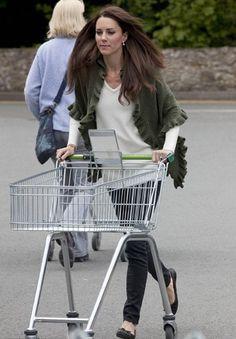Kate Middleton wearing Minnie Rose Shawl