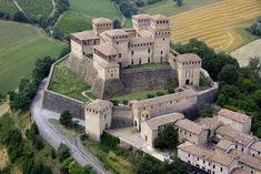 Beautiful Castles, Beautiful Buildings, Beautiful Places, Castle House, Castle Ruins, Romanesque Architecture, Ancient Architecture, Medieval Town, Medieval Castle