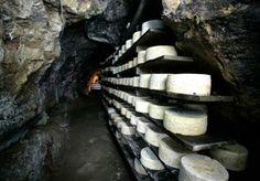 Cueva donde elaboran Queso de Cabrales en #Asturias