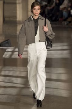 Lemaire Fall 2016 Ready-to-Wear Fashion Show Lemaire Fall 2016 Ready-to-Wear Collection - Vogue Fashion Week, Curvy Fashion, Look Fashion, Urban Fashion, Runway Fashion, Winter Fashion, Fashion Show, Fashion Outfits, Fashion Design