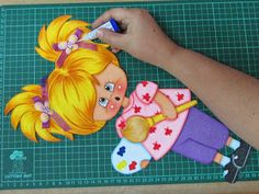 dorita First Day School, Lunch Box, Toddler Girls, School, Cardboard Toys, Stall Signs, Bento Box, First Day Of School