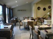 Restaurant Coteaux & Fourchettes - Cairanne http://traveller.provenceguide.com/FR/public/octobre_2010/.coteaux_et_fourchette_salle_2BD_t.jpg