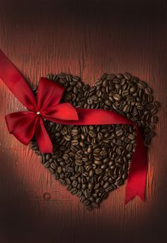 Red and Brown / Heart of Coffee Beans Coffee Heart, Coffee Is Life, I Love Coffee, Black Coffee, Coffee Shop, Coffee Gif, Coffee Quotes, Coffee Break, Milk Shakes