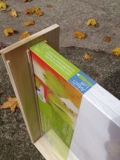 How to make a wooden wet painting carrier. Crafty Projects, Projects To Try, Pochade Box, Studio Equipment, Small Boats, Art Store, Art Tips, Things That Bounce, How To Plan