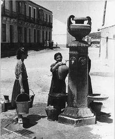 Especial Antiguas fuentes públicas Andalusia Spain, Greek, Statue, Vintage Fonts, Old Pictures, Monuments, Cities, Paintings, Historia