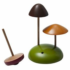 Muji's natural and simple design complements today's lifestyles perfectly. Spinning Top, Wood Knife, Wood Games, Wood Turning Projects, Wooden Tops, Wood Lathe, Wooden Art, Cool Tools, K Project
