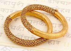 Beautiful Jewelry 15 Latest Gold Bangles in 10 Grams Gold Bangles Design, Gold Jewellery Design, Gold Jewelry, Handmade Jewellery, Fine Jewelry, Fashion Jewellery, India Jewelry, Jewelry Sets, Jewelry Holder