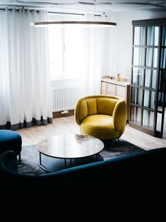 Blaue Gans Salzburg Photo: Ingo Pertramer Salzburg, Egg Chair, Eames, Floor Chair, Lounge, Flooring, Furniture, Living Room, Elegant