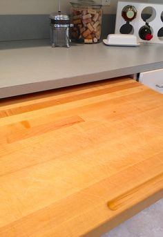 How To Clean & Deodorize a Wooden Cutting Board (Naturally!)