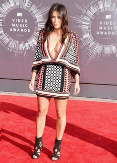 Kim Kardashian // vestido Balmain; Jóias Lorraine Schwartz e Sapatos Balmain. #VMAs2014 #FASHIONFAMA
