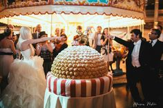 Circus Wedding cake Photographer Italy www.maisonpestea.com Stylist : The wedding Circus www.theweddingcircus.com