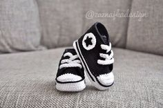 Crochet baby - sneakers - crochet shoes - baby shoes - crochet booties on Etsy, Cool Converse, Baby Converse, Converse Style, Crochet Crafts, Knit Crochet, Crochet Things, Crochet Ideas, Baby Boy Shoes, Baby Sneakers