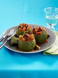 Squash Stuffed with Turkey Chilli Healthy Dishes, Food Dishes, Side Dishes, Turkey Chilli, Tasty, Yummy Food, Saturated Fat, Zucchini, Smoothies