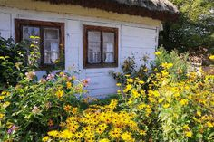 Skansen w Kłóbce. House Doors, Country Houses, Poland, Cottage, Cabin, House Styles, Places, Home Decor, History