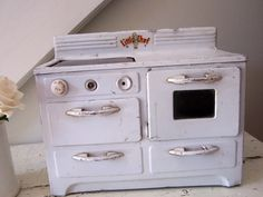Little white vintage stove. I have one just like this sitting on my counter!