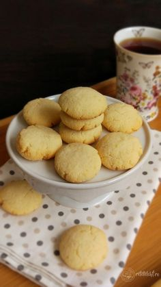 Fursecuri low-carb din făină de cocos – Rețete LCHF Sweets Recipes, Raw Food Recipes, Keto Recipes, Cooking Recipes, Desserts, Recipe Images, Biscuit Recipe, Healthy Sweets, Raw Vegan
