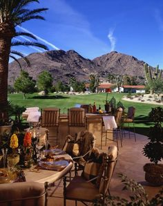 Beautiful Backyard Retreat by Fratantoni Interior Designers. Luxury Estate with custom patio and outdoor dining area and a built in bar. Outdoor Areas, Outdoor Rooms, Outdoor Living, Outdoor Decor, Outdoor Life, Scottsdale Restaurants, Scottsdale Resorts, Fresco, Luxury Estate