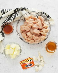 A popular and easy to make Portuguese chicken dish. Chicken Mozambique is loaded with flavor and pairs so well with french fries, white rice, or potatoes. Cooking With White Wine, Cooking Wine, Easy Cooking, Cooking Recipes, Portuguese Chicken Recipes, Yummy Chicken Recipes, Yum Yum Chicken, Chicken Wine, Chicken And Shrimp