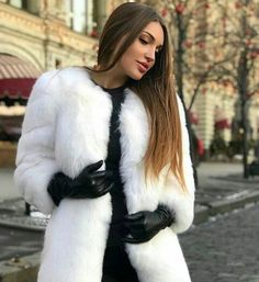 Heels, Boots & Gloves — Double tap & tag someone who loves gloves 💜. Gloves Fashion, Fur Fashion, Look Fashion, Womens Fashion, Black Leather Gloves, Elegantes Outfit, Long Gloves, Cyberpunk Fashion, Mode Hijab