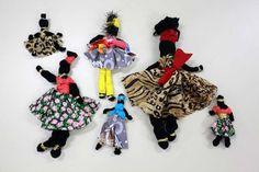 A biblioteca fará uma oficina de bonecas africanas (Abayomi) e contará a história de sua origem. A confecção das bonecas consiste em cortes de pequenos retalhos de tecidos em malhas, para montagem não há necessidade de linhas nem agulhas apenas nós.