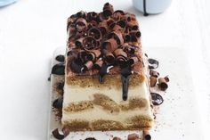 It takes only 20 minutes to prep this mouth-watering dessert. Then just sit back and let it set! Chocolate Topping, Chocolate Fudge, Savoury Slice, Coconut Slice, Sweet Potato Slices, Italian Cake, Tiramisu Recipe, Chocolate Biscuits, Cheesecake Desserts