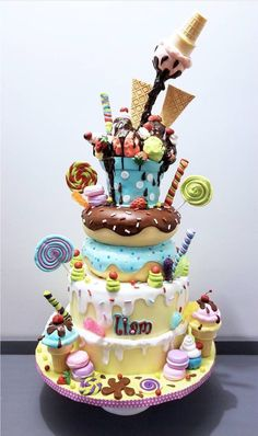 (notitle) - Easy cakes for boys - Torten Fondant Cakes, Cupcake Cakes, Candy Birthday Cakes, Gravity Cake, Baker Cake, Cool Cake Designs, Funny Cake, Gateaux Cake, Fun Baking Recipes