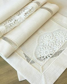Crochet Cushions, Crochet Tablecloth, Filet Crochet, Crochet Lace, Embroidery Patterns, Hand Embroidery, Crochet Projects, Sewing Projects, Boho Home