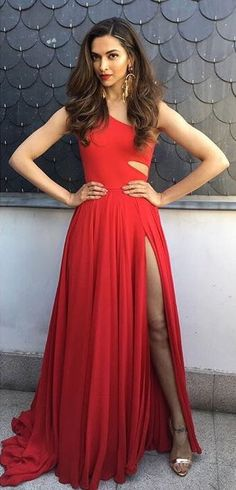 Deepika Padukone wore this amazing red Prabal Gurung gown for the IFFA 2016 Awardsin Madrid just this week. While her dress might cost in the couple of thousands of dollars, we found a similar dres… Indian Celebrities, Bollywood Celebrities, Beautiful Bollywood Actress, Beautiful Actresses, Deepika Padukone Dresses, Dresses For Less, Prabal Gurung, Hot Dress, Indian Beauty