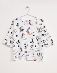 T-shirt oversize Mickey All Over - null - Bershka Portugal Cute Disney Outfits, Cute Outfits, Teen Fashion Outfits, Girl Outfits, Mickey Mouse Outfit, Mickey Shirt, Shirt Embroidery, Disney Shirts, Outfit Goals