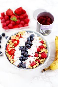 Crunchy Acai Berry Smoothie Bowl // provinzkindchen.com