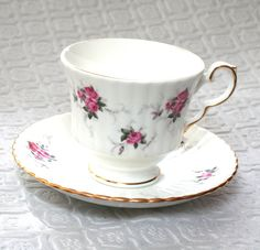 Vintage Princess House Hammersley Footed Tea cup and Saucer, Fine Bone China Spode Demitasse, Pink Rose Cup and Saucer, Shabby Chic, Cottage Etsy Vintage, Vintage Items, White Coffee Cups, Princess House, Vintage Princess, Gold Gilding, Vintage China, Vintage Kitchen, Bone China