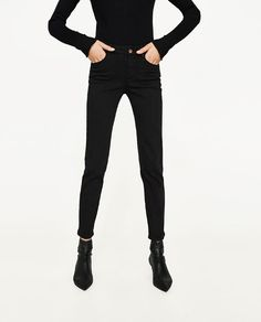 Image 1 of MID-RISE STRAIGHT CUT JEANS from Zara