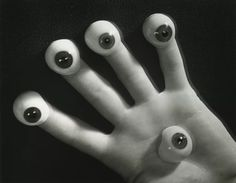 Pierre Jahan, La main aux yeux, 1948 courtesy galerie michèle chomette, Paris