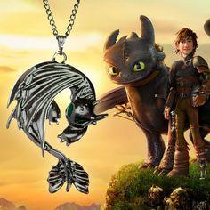 Colar Banguela Como Treinar Seu Dragão - épica bijuterias Geeks, Dragon, Httyd, Dreamworks, Minions, Lion Sculpture, Statue, Minecraft, Movies