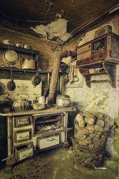https://flic.kr/p/dqz2DZ | grandma's kitchen | abandoned/vergane glorie