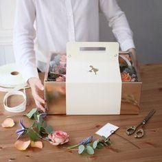 [블랑패키지] - 꽃집사장님들을 위한 패키지꽃신박스*아래 상세설명 이미지에 모든 것이 설명되어 있으니, ... Bakery Packaging, Food Packaging Design, Gift Packaging, Flower Box Gift, Flower Boxes, Diy Gift Box, Diy Gifts, Cute Pink Background, Afternoon Tea Cakes