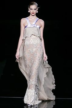 See the complete Valentino Spring 2005 Couture collection.