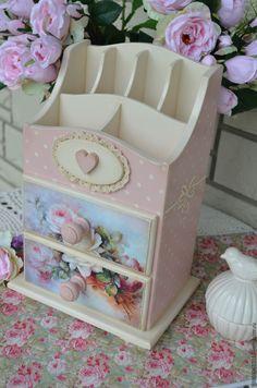 Decoupage Drawers, Decoupage Box, Decoupage Vintage, Wooden Art, Wooden Boxes, Paper Flower Art, Altered Boxes, Keepsake Boxes, Vintage Wood
