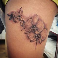 #tattoo #ddttattoo #ddttattooshop #evasempreio #evasempreioddttattoo #evatattoo #blackandgray #art #woman #flower #flowers #orchids #orchidea