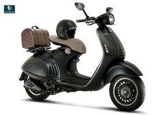 Piaggio y Armani crean una Vespa exclusiva  Si unimos dos apellidos icónicos del país azzurro como Armani y Piaggio, nace una moto urbana muy especial destinada a celebrar los 40 años de trabajo del modisto y 130 de la Vespa. Puro estilo italiano.