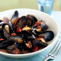 Serve this fresh mussels dish with chilled white wine and Italian bread. To save prep time, use kitchen scissors to cut the tomatoes in the can.
