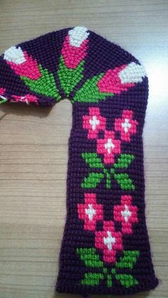 This Pin was discovered by Say Tunisian Crochet, Crochet Slippers, Business Women, Christmas Sweaters, Diy And Crafts, Crochet Patterns, Stitch, Knitting, Fashion